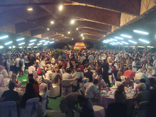 3000 mathematicians trying to have dinner.