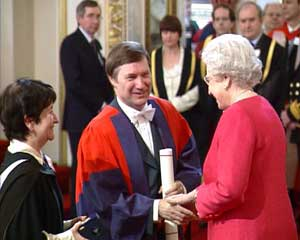 John D Barrow and Cambridge University's Vice Chancellor Alison Richard, receiving the Queen's Anniversary Prize